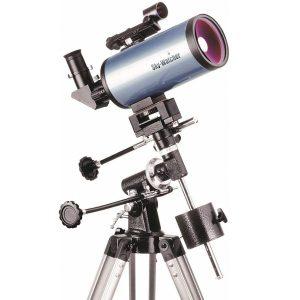 Telescopio astronómico con trípode